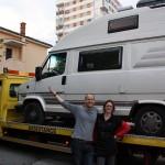Camper Van vs Tow Truck - Round 1